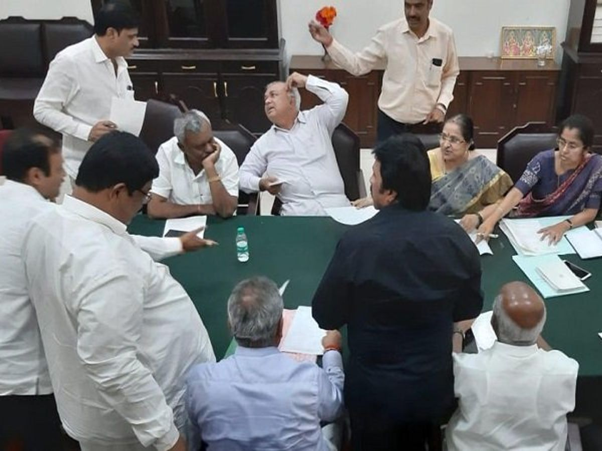 Congress party withdraws its protest in the state assembly against Basanagowda Patil Yatnal - Times Of Media